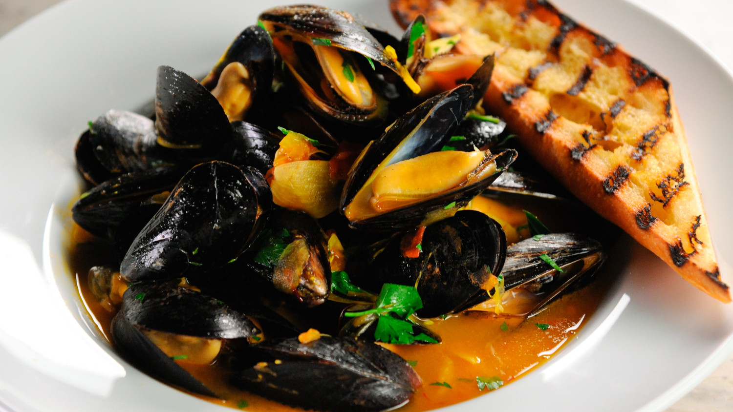 Gordon Ramsay, Steamed Mussels, Saffron Flatbread, recipe, lunch, video, minutes, healthy